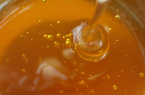 800px-Honey_for_baking_with